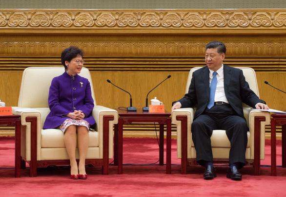 Bà Carrie Lam đến Bắc Kinh gặp ông Tập Cận Bình - Ảnh 2.