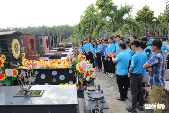 Thăm mộ đóa hướng dương Lê Thanh Thúy - Ảnh 4.