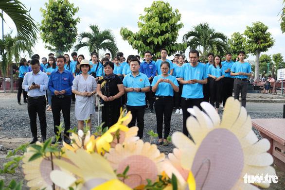 Thăm mộ đóa hướng dương Lê Thanh Thúy - Ảnh 6.