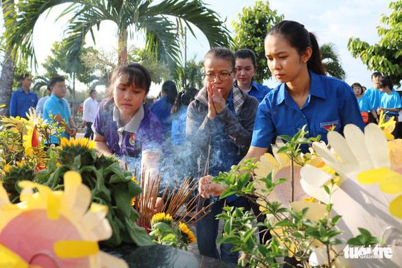 Thăm mộ đóa hướng dương Lê Thanh Thúy - Ảnh 7.