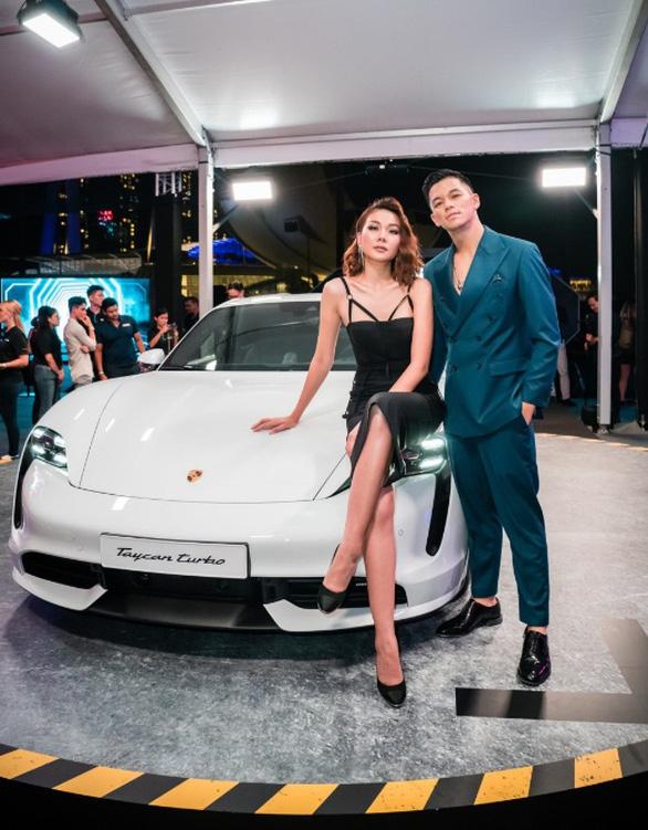 Thanh Hằng, Trọng Hiếu tham dự ra mắt dòng xe thuần điện Porsche Taycan - Ảnh 1.