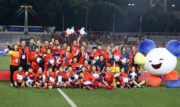 Cầu thủ nữ Việt Nam: Phía sau huy chương vàng là sự cơ cực - Ảnh 1.
