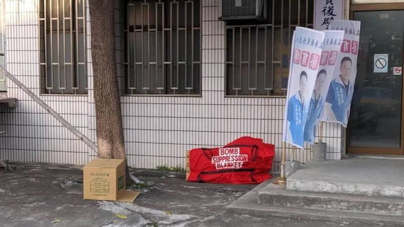Cảnh sát Đài Loan bắn hạ nghi can mang chất nổ bên ngoài văn phòng Quốc Dân đảng - Ảnh 1.