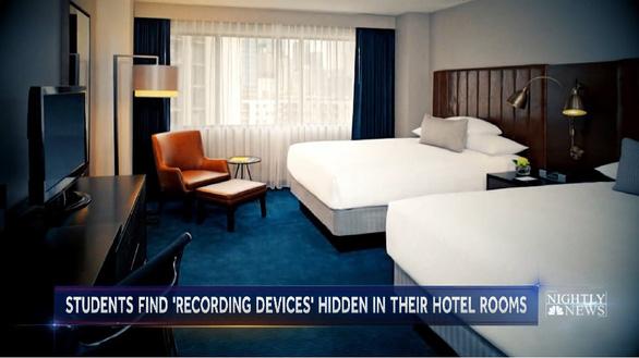 Phát hiện máy quay lén trong phòng khách sạn khi học sinh trung học di dã ngoại - Ảnh 2.