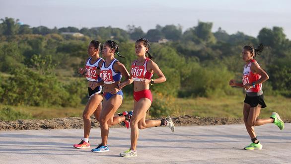Vận động viên Việt Nam không thể cứ ăn gói mì tôm sau khi chạy 42km - Ảnh 1.