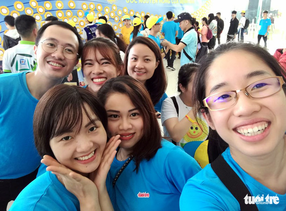 Bay gần 10.000km về tham dự Ngày hội Hoa hướng dương - Ảnh 2.