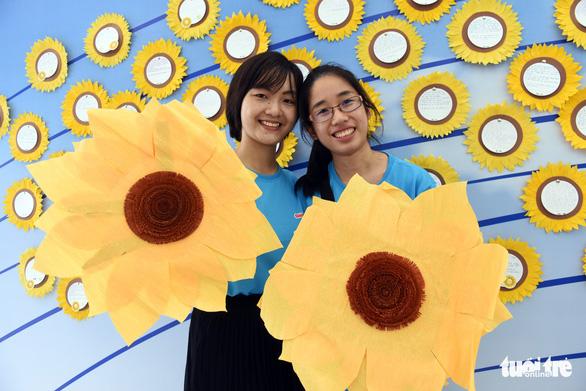 Bay gần 10.000km về tham dự Ngày hội Hoa hướng dương - Ảnh 3.