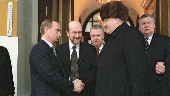 Nhìn lại 20 năm lãnh đạo của ông Putin qua 20 bức ảnh - Ảnh 3.