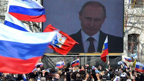 Nhìn lại 20 năm lãnh đạo của ông Putin qua 20 bức ảnh - Ảnh 12.