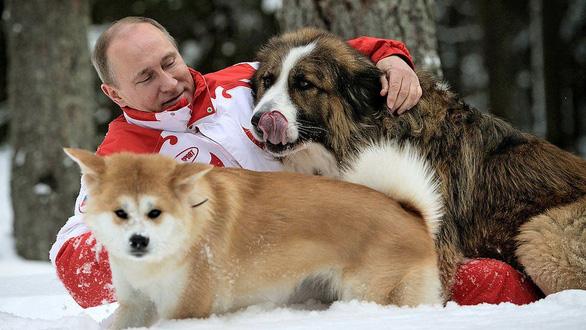 Nhìn lại 20 năm lãnh đạo của ông Putin qua 20 bức ảnh - Ảnh 19.