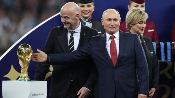 Nhìn lại 20 năm lãnh đạo của ông Putin qua 20 bức ảnh - Ảnh 21.