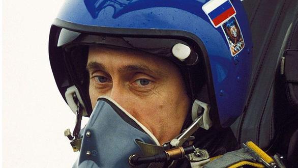 Nhìn lại 20 năm lãnh đạo của ông Putin qua 20 bức ảnh - Ảnh 4.