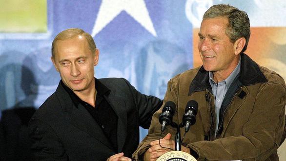Nhìn lại 20 năm lãnh đạo của ông Putin qua 20 bức ảnh - Ảnh 7.
