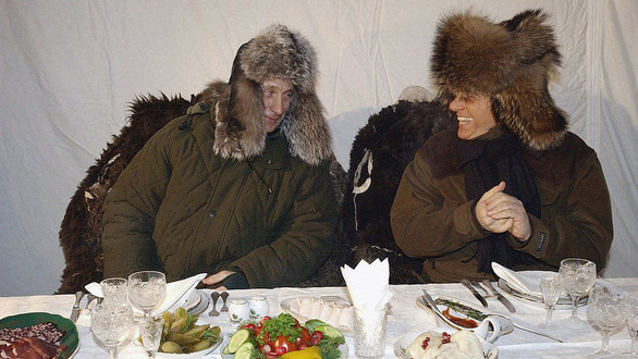 Nhìn lại 20 năm lãnh đạo của ông Putin qua 20 bức ảnh - Ảnh 8.