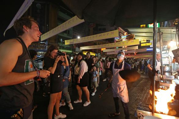 Bangkok mở ba phố đi bộ mới để thu hút du khách - Ảnh 1.