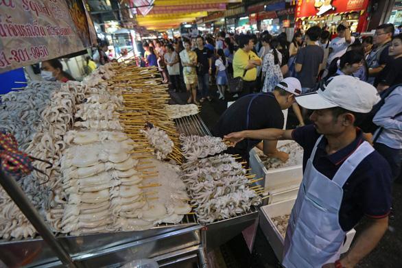 Bangkok mở ba phố đi bộ mới để thu hút du khách - Ảnh 2.