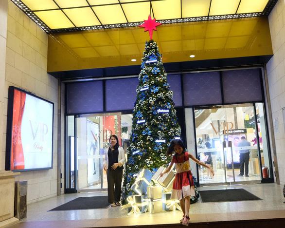 Tưng bừng không khí mua sắm, trang trí Giáng sinh - Ảnh 4.