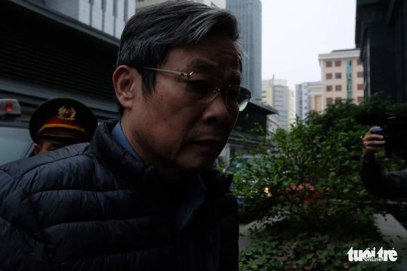 Hai cựu Bộ trưởng Nguyễn Bắc Son, Trương Minh Tuấn đến tòa vụ AVG - Ảnh 1.