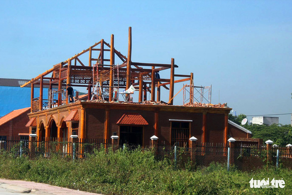 Buộc tháo dỡ biệt thự tiền tỉ xây dựng trái phép trên đất nông nghiệp - Ảnh 1.