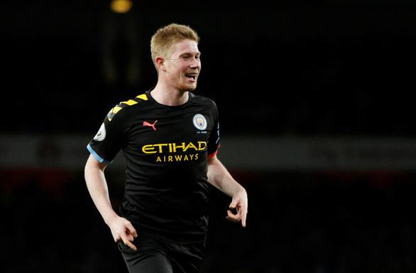 De Bruyne tỏa sáng, Man City nhẹ nhàng đánh bại Arsenal ngay trong hiệp 1 - Ảnh 2.