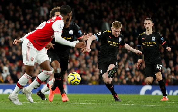 De Bruyne tỏa sáng, Man City nhẹ nhàng đánh bại Arsenal ngay trong hiệp 1 - Ảnh 3.