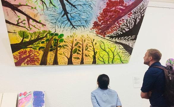 Đời sống vội vã căng thẳng, tìm lối thoát ở con đường nghệ thuật - Ảnh 1.