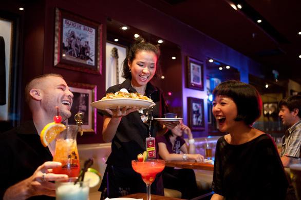 Quán có gu Hard Rock Cafe - bí kíp mở quán giữa lòng Sài Gòn? - Ảnh 2.