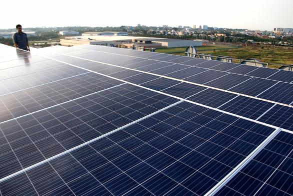Tạm dừng đề xuất, thỏa thuận dự án điện mặt trời theo giá cố định - Ảnh 1.