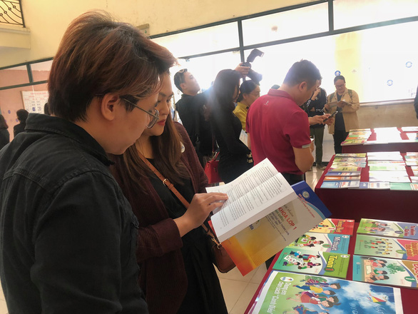 40.000 sách mẫu phục vụ lựa chọn sách giáo khoa lớp 1 mới - Ảnh 1.