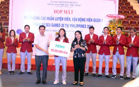 Huỳnh Như và các VĐV, HLV quận 1 được vinh danh - Ảnh 1.