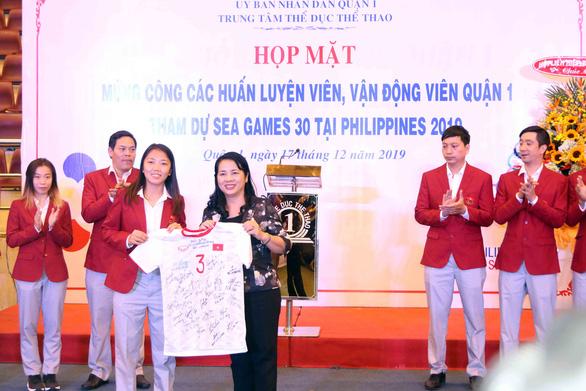 Huỳnh Như và các VĐV, HLV quận 1 được vinh danh - Ảnh 2.