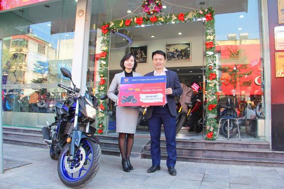 Sơn TOA trao thưởng xe mô tô cho khách hàng trúng thưởng - Ảnh 2.
