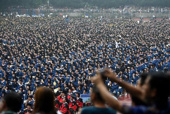 Đại học Trung Quốc đuổi gần 100 sinh viên quốc tế từ 10 nước - Ảnh 1.