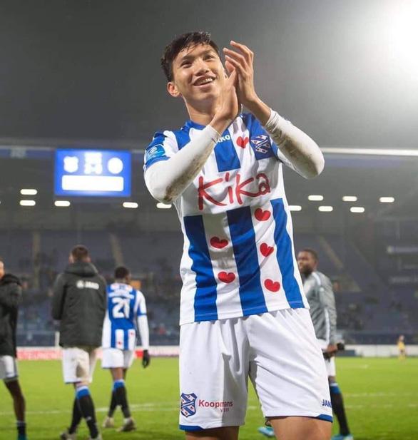 Văn Hậu ra sân lần đầu và ăn mừng chiến thắng với Heerenveen - Ảnh 2.
