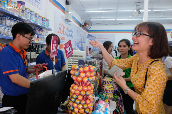 Cột mốc mới của Co.op Smile: 100 cửa hàng trở thành điểm kết nối dân cư - Ảnh 1.