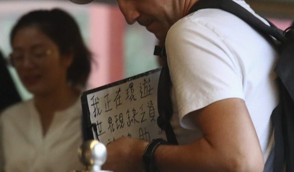 Du lịch ăn mày ở Hong Kong 2 năm đủ mua căn hộ ở Matxcơva? - Ảnh 2.