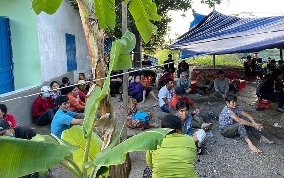 Bắt quả tang 56 người dựng lều đánh bạc ở ngoại thành Nha Trang - Ảnh 1.