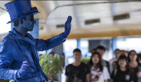 Du lịch ăn mày ở Hong Kong 2 năm đủ mua căn hộ ở Matxcơva? - Ảnh 4.