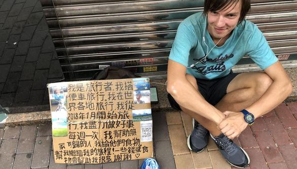 Du lịch ăn mày ở Hong Kong 2 năm đủ mua căn hộ ở Matxcơva? - Ảnh 5.