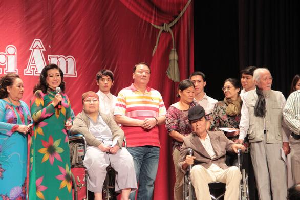 NSND Kim Cương: Đỡ mệt chút đã lo quà cho nghệ sĩ nghèo - Ảnh 2.