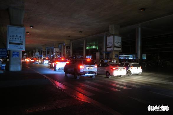 Sân bay Tân Sơn Nhất mất điện lúc 2h35 sáng 18-12 - Ảnh 1.