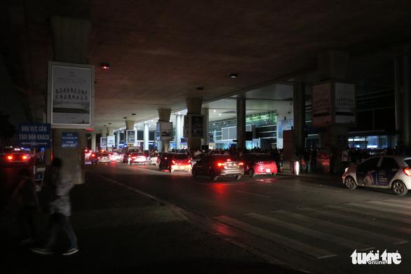 Sân bay Tân Sơn Nhất mất điện lúc 2h35 sáng 18-12 - Ảnh 3.