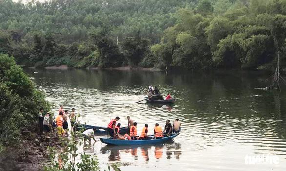 Lật thuyền trên sông, bé gái 4 tuổi chết đuối cùng cha - Ảnh 1.