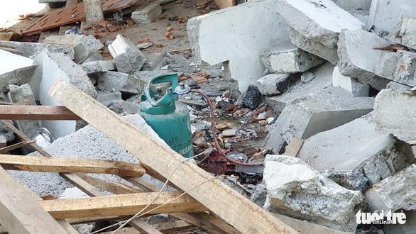 Nổ lớn sập nhà, cha chết, hai con bị thương nặng - Ảnh 3.