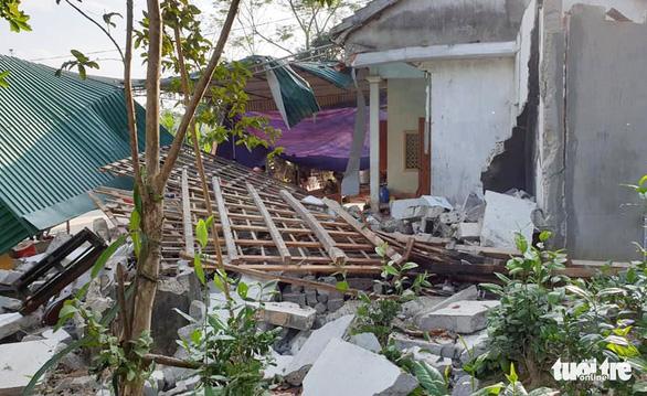 Nổ lớn sập nhà, cha chết, hai con bị thương nặng - Ảnh 2.