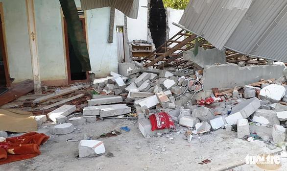 Nổ lớn sập nhà, cha chết, hai con bị thương nặng - Ảnh 1.