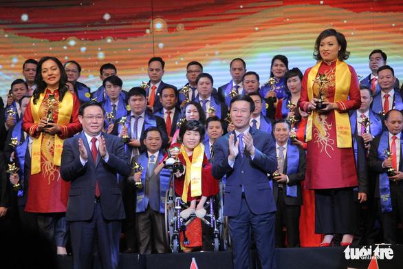 Doanh nhân truyền cảm hứng Nguyễn Thị Vân nhận giải thưởng Sao đỏ danh dự - Ảnh 1.