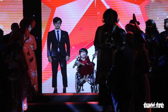Doanh nhân truyền cảm hứng Nguyễn Thị Vân nhận giải thưởng Sao đỏ danh dự - Ảnh 2.
