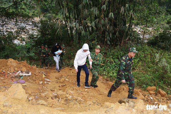 Tạm giữ hai nghi phạm Trung Quốc định đưa trẻ sơ sinh qua biên giới bán - Ảnh 1.