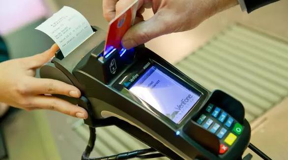 Nguồn cơn ra đời lạ lùng của chiếc thẻ cả thế giới đang dùng - Ảnh 1.